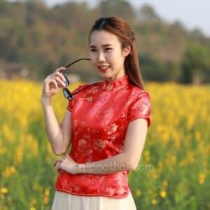 เสื้อตรุษจีนผู้หญิง (เสื้อกี่เพ้า) แขนสั้น สีแดง ลายดอกไม้และเชือกถักมงคลจีน