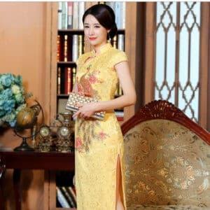 ชุดตรุษจีนผู้หญิง (ชุดกี่เพ้า) แบบยาว สีเหลืองลายปักนกยูง