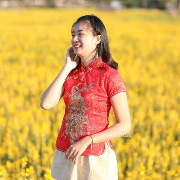 เสื้อตรุษจีนผู้หญิง (เสื้อกี่เพ้า) แขนสั้น สีแดง ลายนกยูง