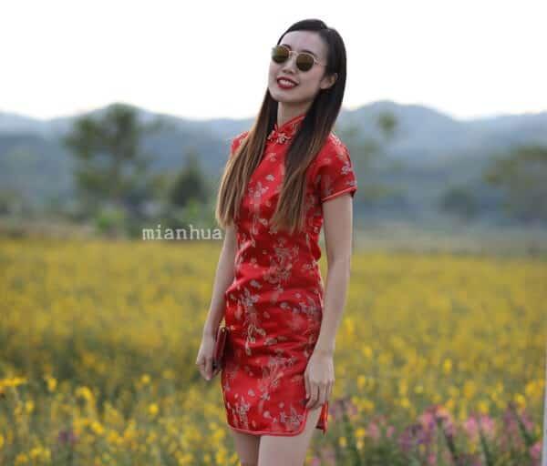 ชุดตรุษจีนผู้หญิง (ชุดกี่เพ้า) แบบสั้น สีแดง ลายดอกเหมยกับเหรียญมงคล