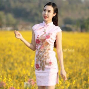 ชุดตรุษจีนผู้หญิง (ชุดกี่เพ้า) แบบสั้น สีชมพู ลายปักนกยูง