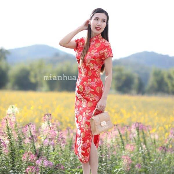 ชุดตรุษจีนผู้หญิง (ชุดกี่เพ้า) แบบยาว สีแดง ลายดอกเหมยกับเหรียญมงคล