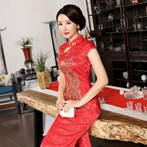 ชุดตรุษจีนผู้หญิง (ชุดกี่เพ้า) แบบยาว สีแดงลายปักนกยูง