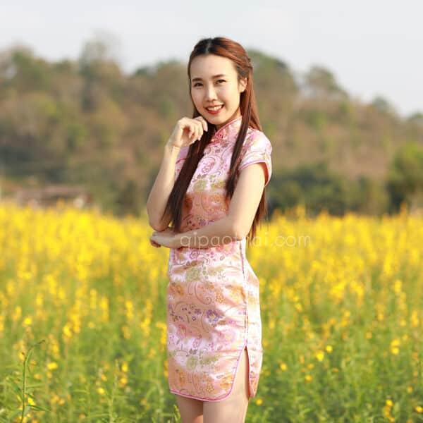 ชุดตรุษจีนผู้หญิง (ชุดกี่เพ้า) แบบสั้น สีชมพูลายดอกโบตั๋น