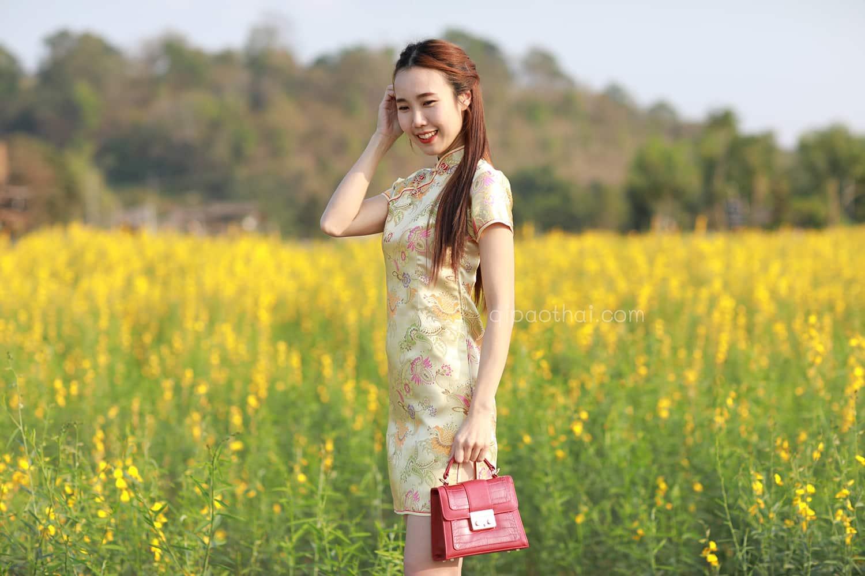 ชุดตรุษจีนผู้หญิง (ชุดกี่เพ้า) แบบสั้น สีทอง ลายดอกโบตั๋น