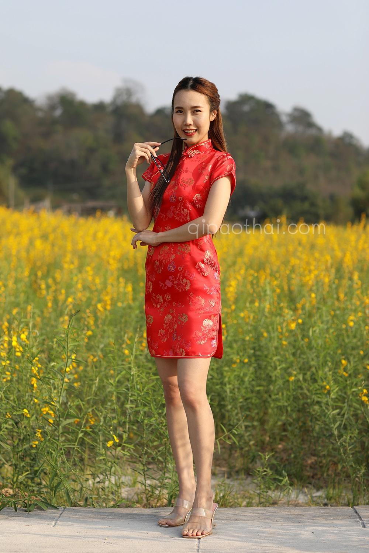 ชุดตรุษจีนผู้หญิง (ชุดกี่เพ้า) แบบสั้น สีแดง ลายดอกไม้และเชือกถักมงคลจีน